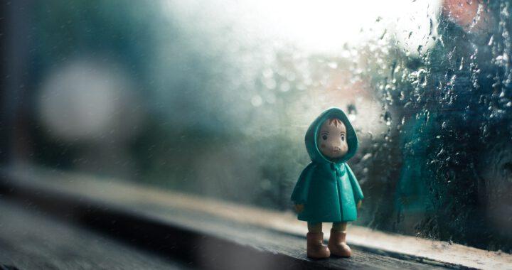 leluihminen ikkunalla
