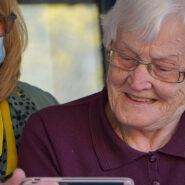 Digijelpparit omaisten ja ikäihmisten yhteydenpidon tukena